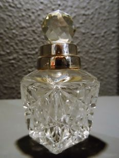 Cut crystal square perfume bottle with silver mounts, early 20th century