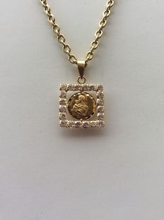 18 kt yellow gold - medal and chain - chain length 60cm.