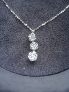 Pendant with trilogy of diamonds + white gold chain – Chain length: 46 cm – Pendant length: 1.5 cm