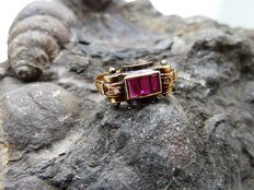 Chevalier style ring - 18 kt - No reserve.