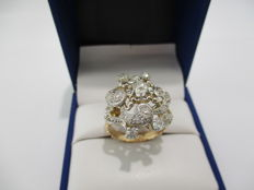 Two-toned 18 kt gold ring. Swiss-cut diamonds totalling 2.1 ct.
