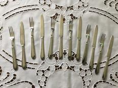 Silver plated fruit cutlery in case, England