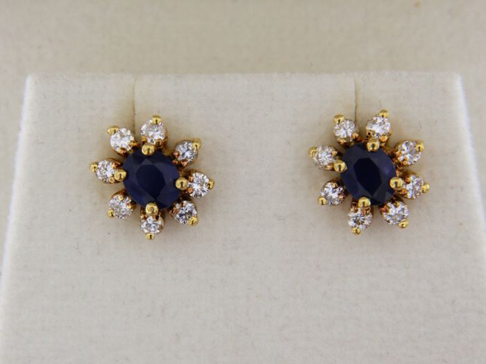 18 kt GOLD earrings + Sapphires + Diamonds - Dimensions: 10 x 8.5 mm