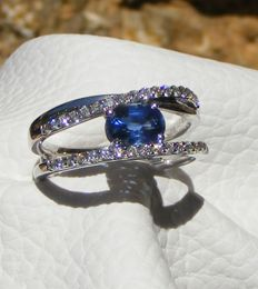 Gold ring with diamonds and blue Ceylon  sapphire, VVS, natural, of 1.83 ct – Laboratory certificate – Size 54.