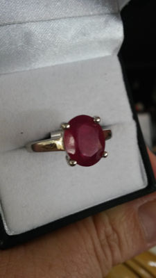 Beautiful Blood Red 3.82ct Madagascan Ruby Coctail ring. Classical