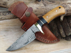 Handmade damascus steel hunting knife, UK