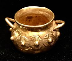 Tumbaga Gold , Colombian Tairona Culture  - 21 x 37 x 33 mm , 14,52 grams Indian native ceremonial pot