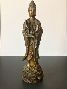 Representation of Guanyin in bronze with a brown lacquered patina - 1990-1992.