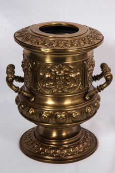 Large ornament pot of champagne bucket in Renaissance style, in brass or yellow copper - France - circa 1900