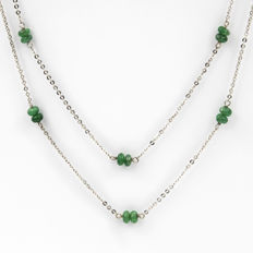 18 kt white gold – Choker – Cabochon emeralds – Length 47.00 cm