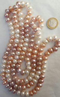 Long necklace composed of freshwater pearls – Length: 142 cm. Pearls size: 11 x 6 mm.