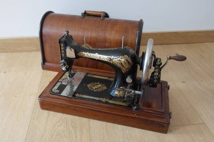 Singer 28 sewing machine with wooden cover, 1906
