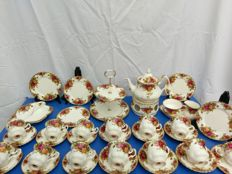 37 + 1 pieces Royal Albert Old Country Roses tea/coffee set