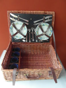 Beautiful 4 person reed picnic basket with content for classic car