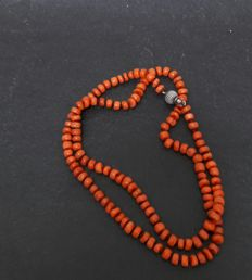 Original Zealandic precious coral necklace with silver clasp