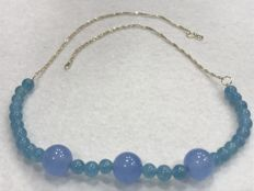 Necklace in 18 kt gold with aquamarine.