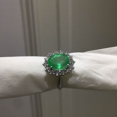 Wonderful ring with natural certified emerald weighing 3.70 ct and natural diamonds totalling 0.76 ct - Size: 14.