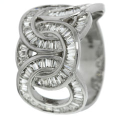 White gold, women's ring with diamond.