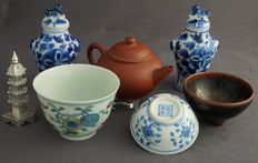Various Chinese porcelain and a shaker – China – 2nd half 20th century