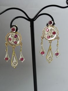Vintage earrings from the 1960s with antique cut diamonds (0.38 ct, colour H/I, clarity S1) and magenta rubies (0.48 ct, clarity S1)