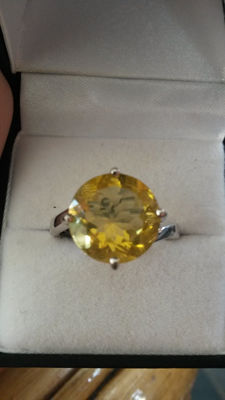Genuine Large 7.30ct Chinese Golden Yellow Fluorite Coctail ring.