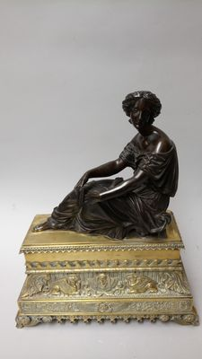 Classical bronze statue of a reclining woman - France - ca. 1830-40