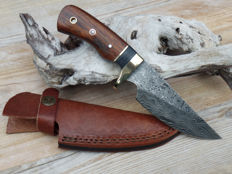 Beautiful damascus steel hunting knife, UK.