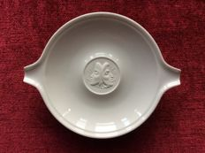 KPM Berlin - Dish with medallion made of biscuit porcelain