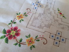 Hand embroidered place mat - ancient linen - peahole stitch - Italy - Early 20th century