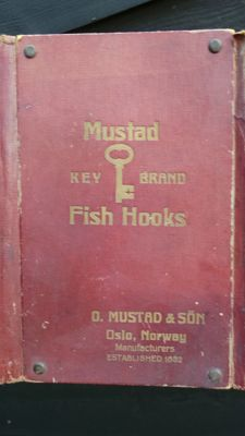 Antique fishing Hooks presentation case (pouch) for representative / salesman Mustad Fish Hooks Hook Factory 19th century Norway