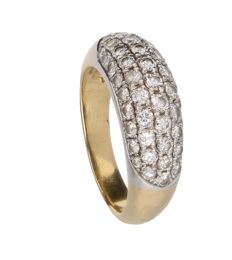 18 kt yellow gold ring with 49 brilliant cut diamonds in white gold pave setting. Ring size: 18 mm