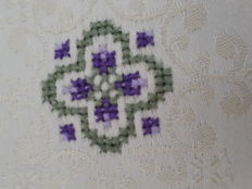 Damask tea tablecloth with hand-embroidery - Sicily - Italy - 60s