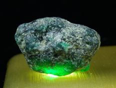 Colombian Emerald Natural rough  - 32.92 x 23.17 x 17.10 mm - 81,10ct/16,22 gm