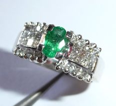 Ring made of 18 kt / 750 white gold with emerald of approx. 0.60 ct + 1.4 ct Diamonds ring size 52 / 16.5 mm
