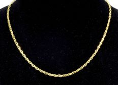 18k Yellow Gold Necklace. Chain Oval Singapore. Length 45 cm. No reserve price.