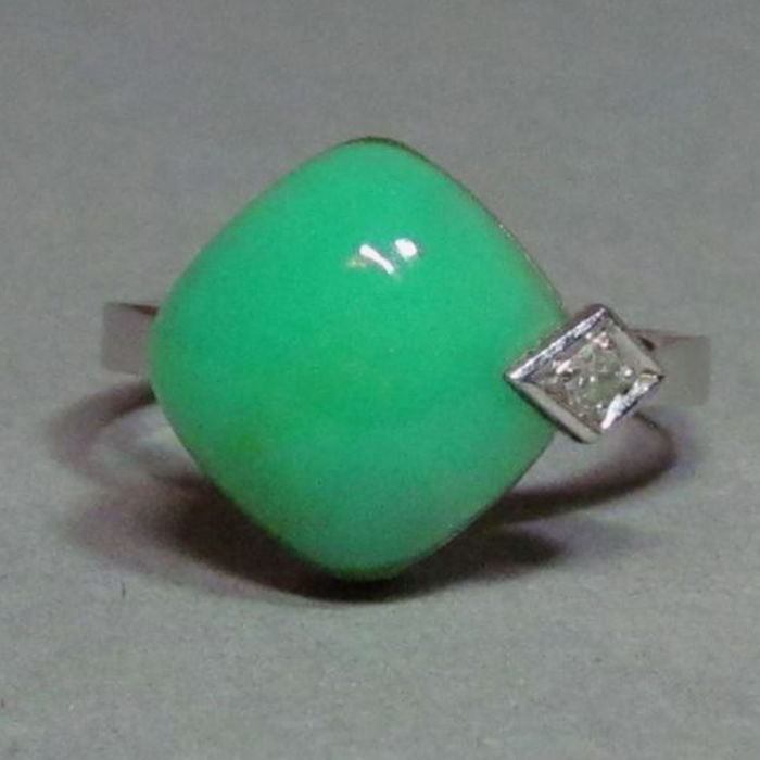 14 kt white gold with chrysoprase and diamonds 0.02 ct - ring size 54
