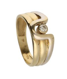 18 kt bi-colour, white and yellow gold ring, set with one brilliant cut diamond. Ring size: 17.75 mm.