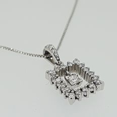 Pendant in white gold with 24 diamonds- length, 9,5 mm in its width and 2,8 mm