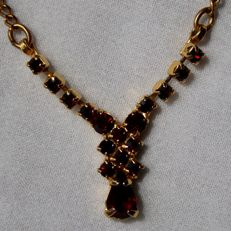 Gold plated necklace with facetted Bohemian rose cut and a drop cut very nice Garnets. Excellent state.