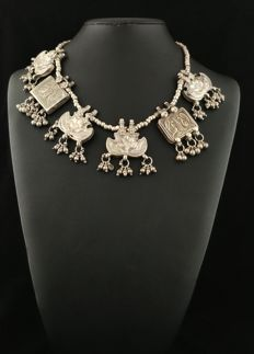 Antique silver necklace with canteen elements - India, early 1900s