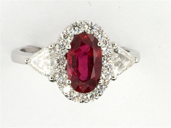 Unique ring with Blood-Red ruby and diamonds,  GRS certificate, 18 kt gold, 2.38 ct.