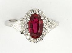 Unique ring with ruby and diamonds, GRS Blood Red certificate, 18 kt gold, 2.38 ct