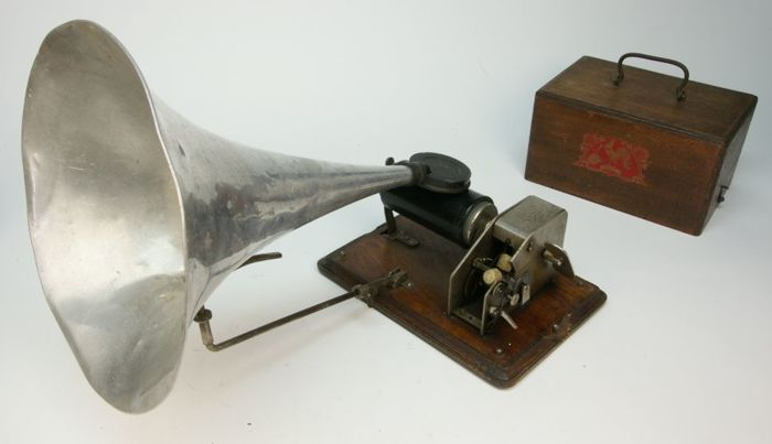 Pathé Phonograph Democratic Model No. 0 with large lot of music cylinders - 1903-1905