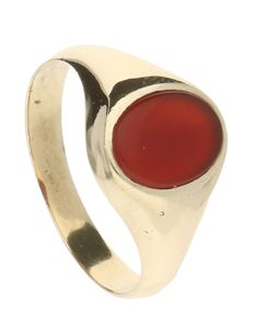 14 kt yellow gold ring set with red oval chalcedony - 2.8 grams - Ring size 17.75