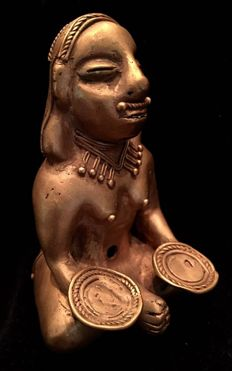 "Tumbaga, Colombian Tairona Culture  - 82 x 52 x 53 mm , 79,84   grams, ""The Offering""   Indian native Princess offering to the Gods"