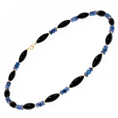 18 kt (750/1000) yellow gold – kyanite and onyx necklace – length: 50 cm