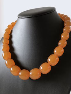 Vintage Amber necklace in opaque butterscotch colour, weight: 75 grams, Baltic region