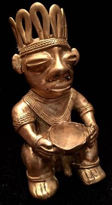 Tumbaga Colombian Culture - 70  x 39 x 35 mm , 45,52 grs   Indian native offerent shaman with a bowl between his hands