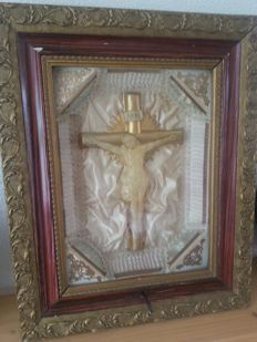 Framed crucifix, in a musical frame - Celluloid - late 19th century