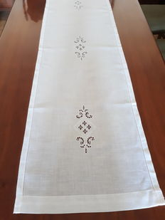 Large linen centrepiece - Italy
